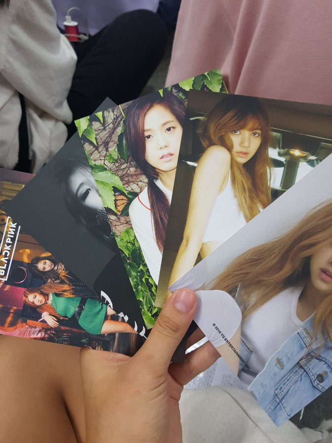 [MISC/TRANS] 160812 BLACKPINK's Signed Photocards + The Girls' Messages From SBS Inkigayo Debut Stage Pre-Recording