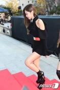 블랙핑크 제니가 16일 오후 서울 경희대학교 평화의전당에서 열린 '2016 아시아 아티스트 어워즈(Asia Artist Awards / 이하 AAA)' 시상식에 참석하기 위해 계단을 오르고 있다.