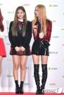 블랙핑크 제니, 로제(오른쪽)가 19일 오후 서울 고척스카이돔에서 열린 '2016 멜론 뮤직 어워드(2016 Melon Music Award / 이하 2016 MMA)' 레드카펫 행사에 참석해 이기적인 비율을 자랑하고 있다.