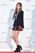 블랙핑크 제니가 19일 오후 서울 고척스카이돔에서 열린 '2016 멜론 뮤직 어워드(2016 Melon Music Award / 이하 2016 MMA)'에 참석하기 위해 레드카펫을 밟고 있다.