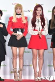 블랙핑크 리사, 지수(오른쪽)가 19일 오후 서울 고척스카이돔에서 열린 '2016 멜론 뮤직 어워드(2016 Melon Music Award / 이하 2016 MMA)' 레드카펫 행사에 참석해 인형 비주얼을 뽐내고 있다.