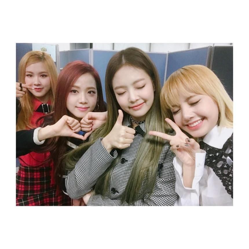 161127-blackpinkofficial-pwf1stwin_1