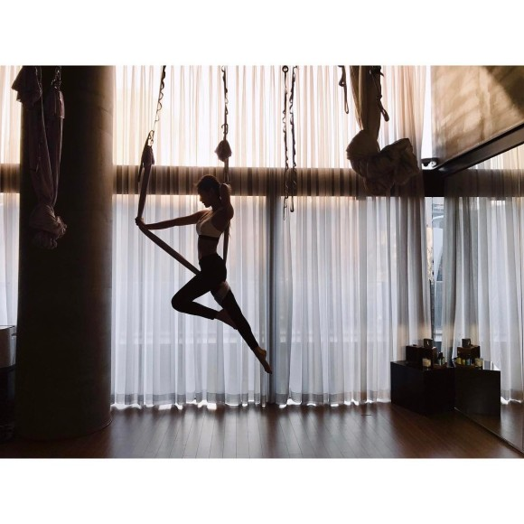 170214-blackpinkofficial-jennie-yoga