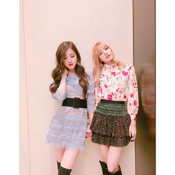 [YG-LIFE] 170428 BLACKPINK's ROSÉ and LISA Show Off their Fairy-like Charm