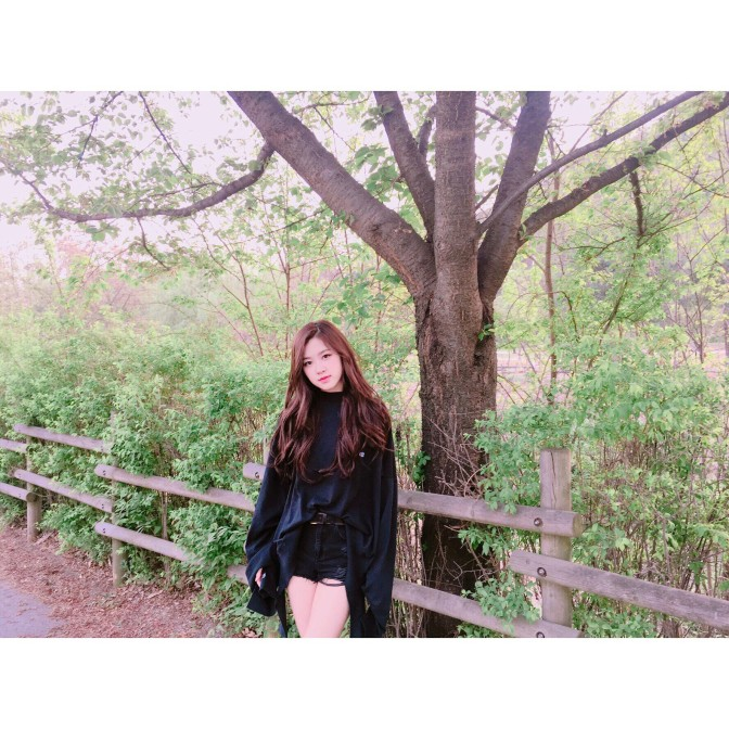"""[YG-LIFE] 170430 """"Spring spring spring""""… BLACKPINK's ROSÉ Becomes a Fairy in the woods"""