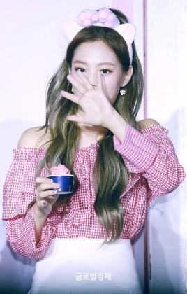 170701 ICE CREAM EVENT JENNIE_5