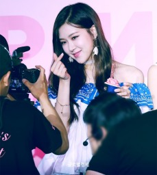 170701 ICE CREAM EVENT ROSE_4