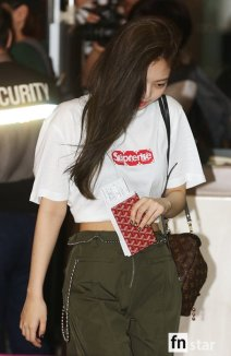 170717 GIMPO AIRPORT JENNIE_2