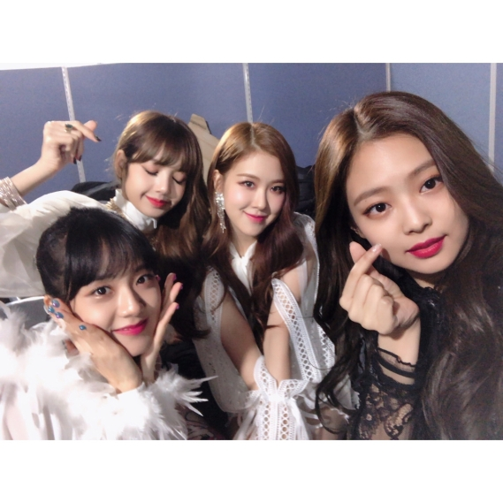171225 blackpinkofficial merry christmas_1