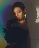 180714 jennierubyjane 3 rainbow light_1