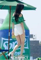 그룹 블랙핑크가 21일 오전 서울 송파구 잠실종합운동장에서 열린 '스프라이트 아일랜드' 오픈 행사에 참석해 포토타임을 갖고 있다. /김세정 기자