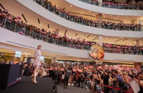 180813 lisa x moonshot fansign event in thailand 4