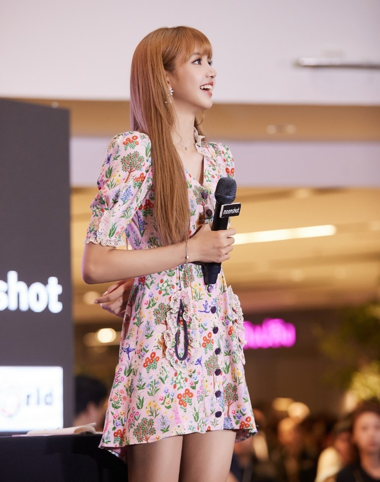 180813 lisa x moonshot fansign event in thailand 9