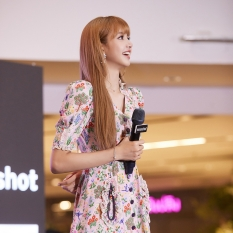 180816 moonshot_korea lisa fansign event thailand day2_2