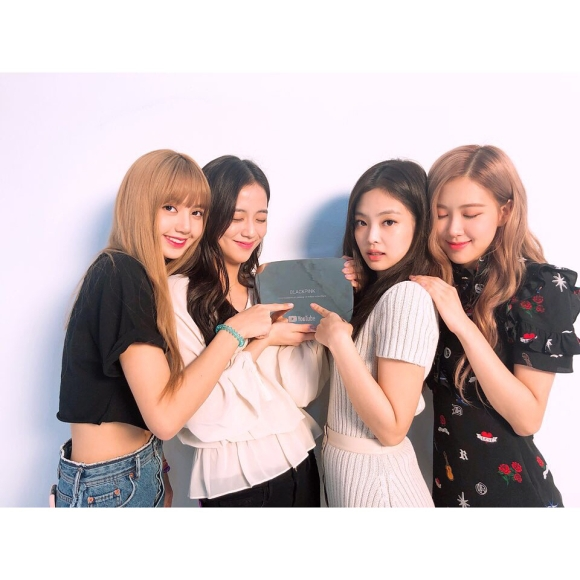 180823 blackpinkofficial 1 Diamond Play Button award_2