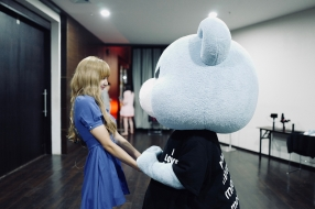 180811 lalalalisa_m 2 with krunk_official_1