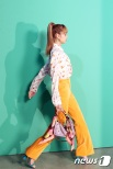 블랙핑크 리사가 6일 오후 서울 강남구 신사동 K현대미술관에서 열린 `멀버리(MULBERRY)` 포토월 행사에 참석하고 있다. 2018.9.6/뉴스1