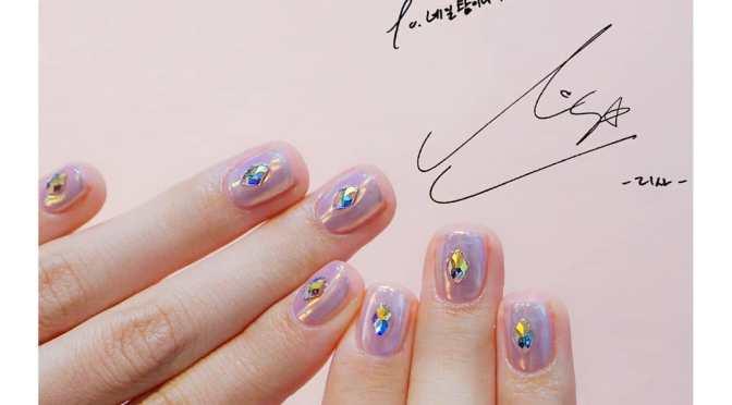 [MISC] 180923 Nail Tam2na (nailtam2na) Shares Photo of Lisa's Nail Art