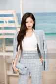 PARIS, FRANCE - OCTOBER 02: Jennie Kim attends the Chanel show at Le Grand Palais as part of Paris Fashion Week Womenswear on October 2, 2018 in Paris, France. (Photo by Julien M. Hekimian/Getty Images for Chanel)