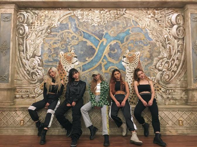 [SNS] 181005 YG 'CRAZY' Dancers Share Photos With Lisa for X ACADEMY Teaser
