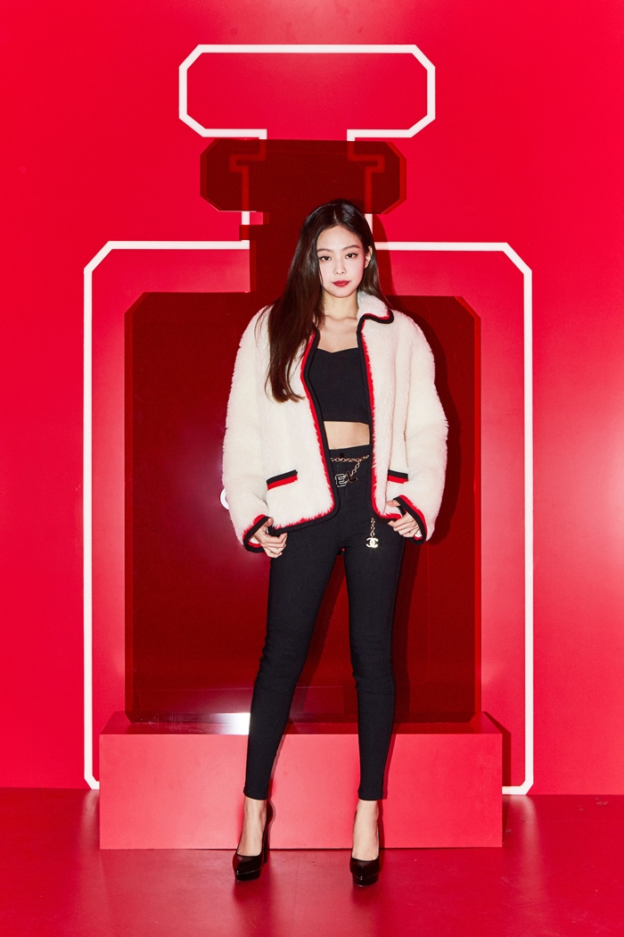 181013 press chanel red museum jennie 1