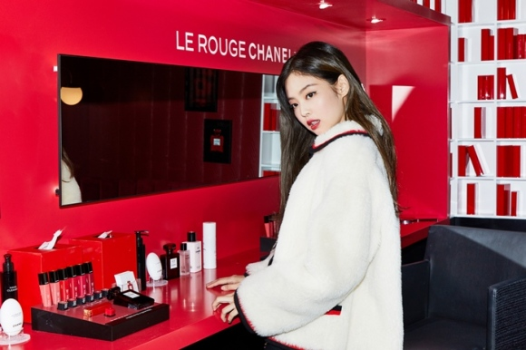 181013 press chanel red museum jennie 4