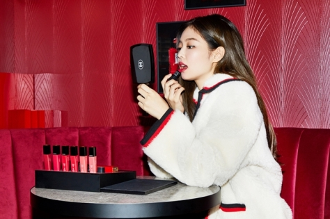 181013 press chanel red museum jennie 5