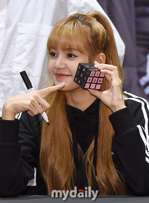 181116 Blackpink X Adidas Fansign Event Press Lisa 3 Ygdreamers